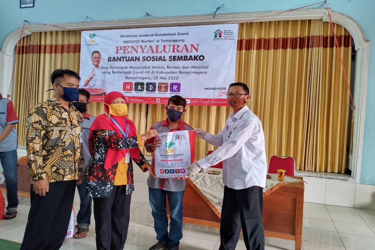 """Balai Besar """"Kartini"""" di Temanggung Terus Salurkan Bansos"""