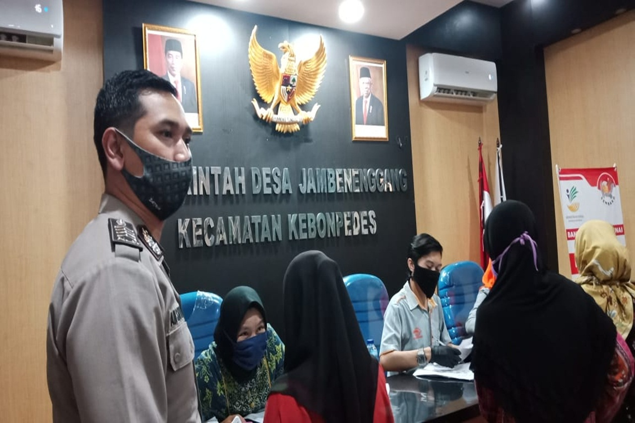 The Indonesian Ministry of Social Affairs Distributes Cash Social Assistance