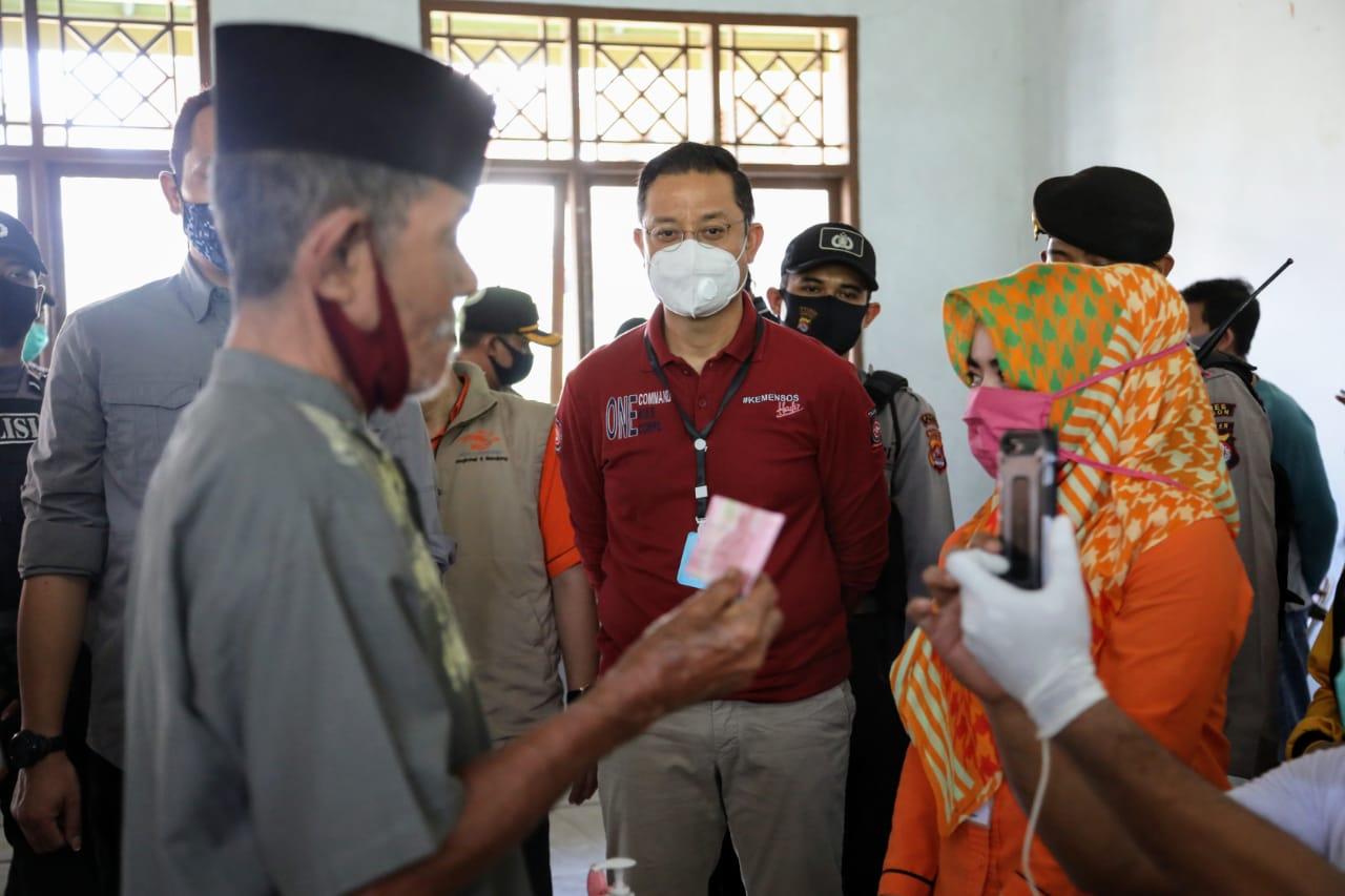 Mensos Pantau Penyaluran BST di Serang