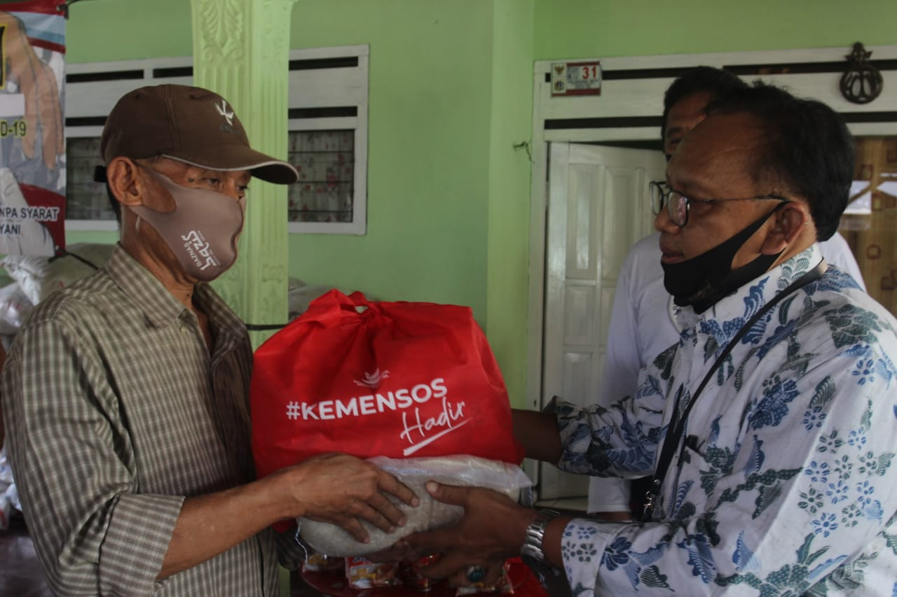 Social Assistance Kemensos Hadir Helps People Affected by COVID-19