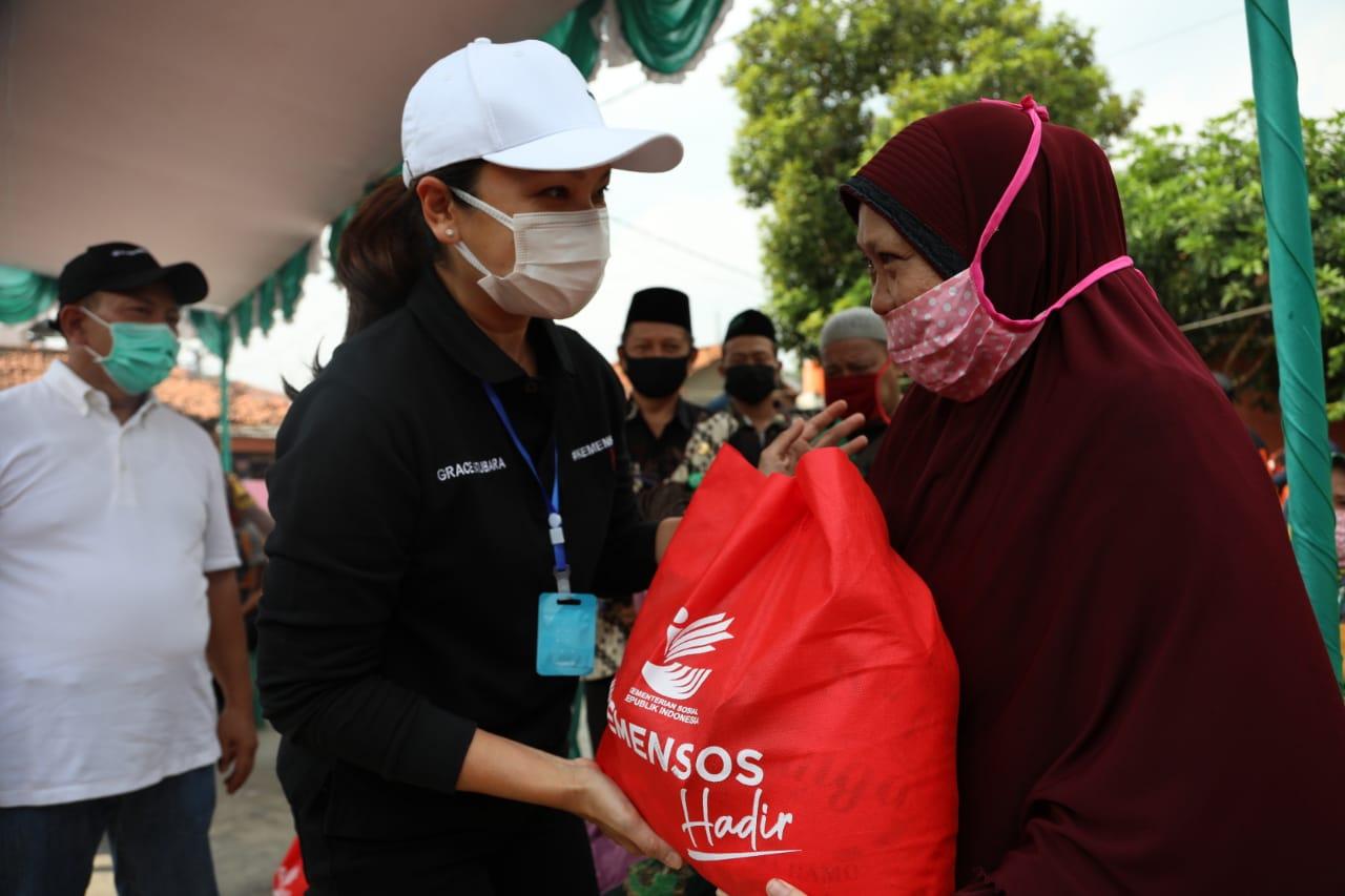 Grace Batubara Salurkan 500 Paket Sembako di Tangsel