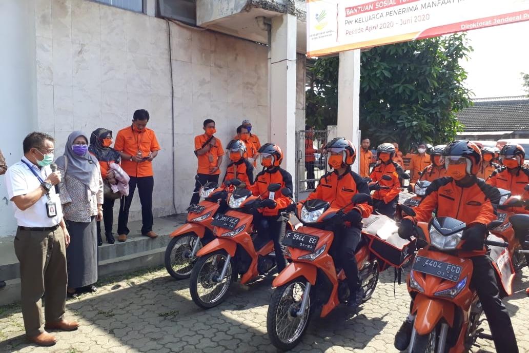 Pendistribusian Bantuan Sosial Tunai kepada KPM di Bogor