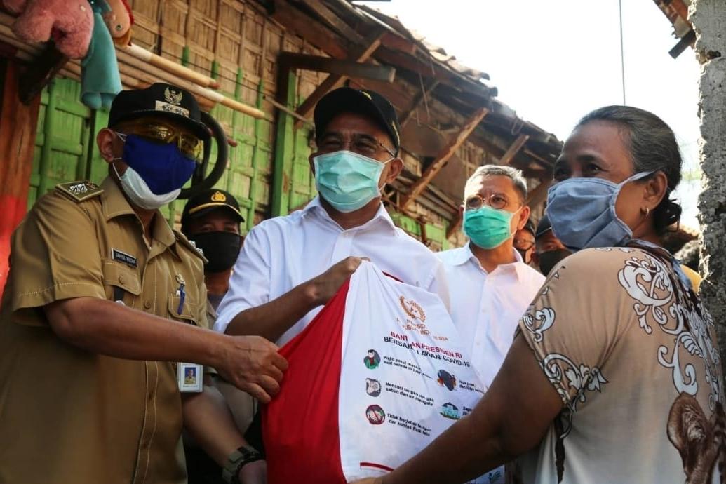 Dirjen Linjamsos Dampingi Menko PMK Tinjau Distribusi Sembako di Kelurahan Bungur