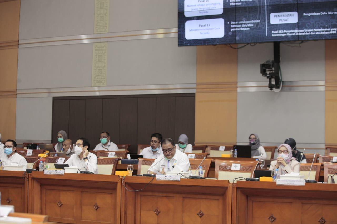 Rapat Dengar Pendapat Kemensos RI dan Komisi VIII DPR RI