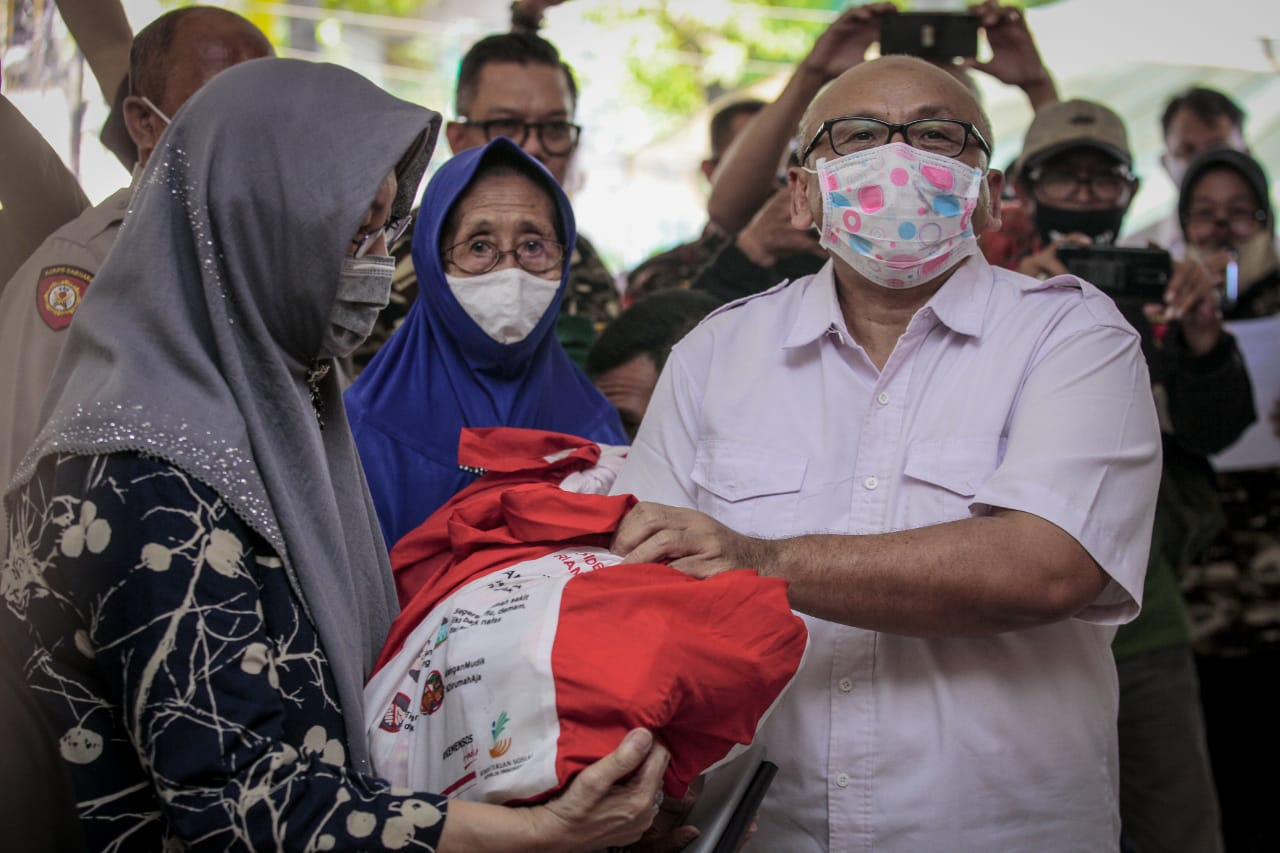 Atasi Dampak Pandemi, Kemensos Salurkan Bansos untuk Purnawirawan TNI