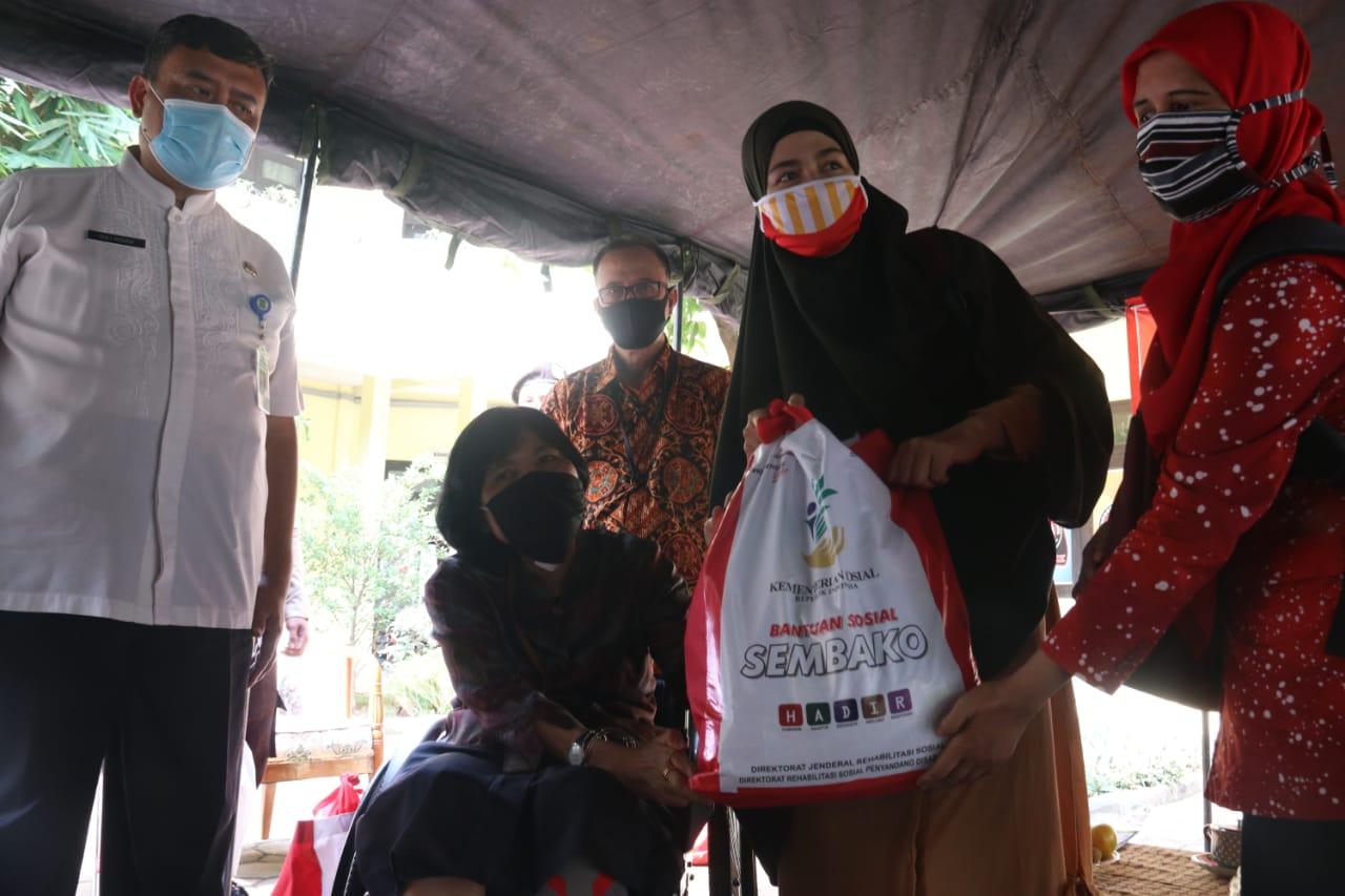 Kemensos Salurkan 554 Bansos Sembako Untuk Penyandang Disabilitas di Kota Tangerang