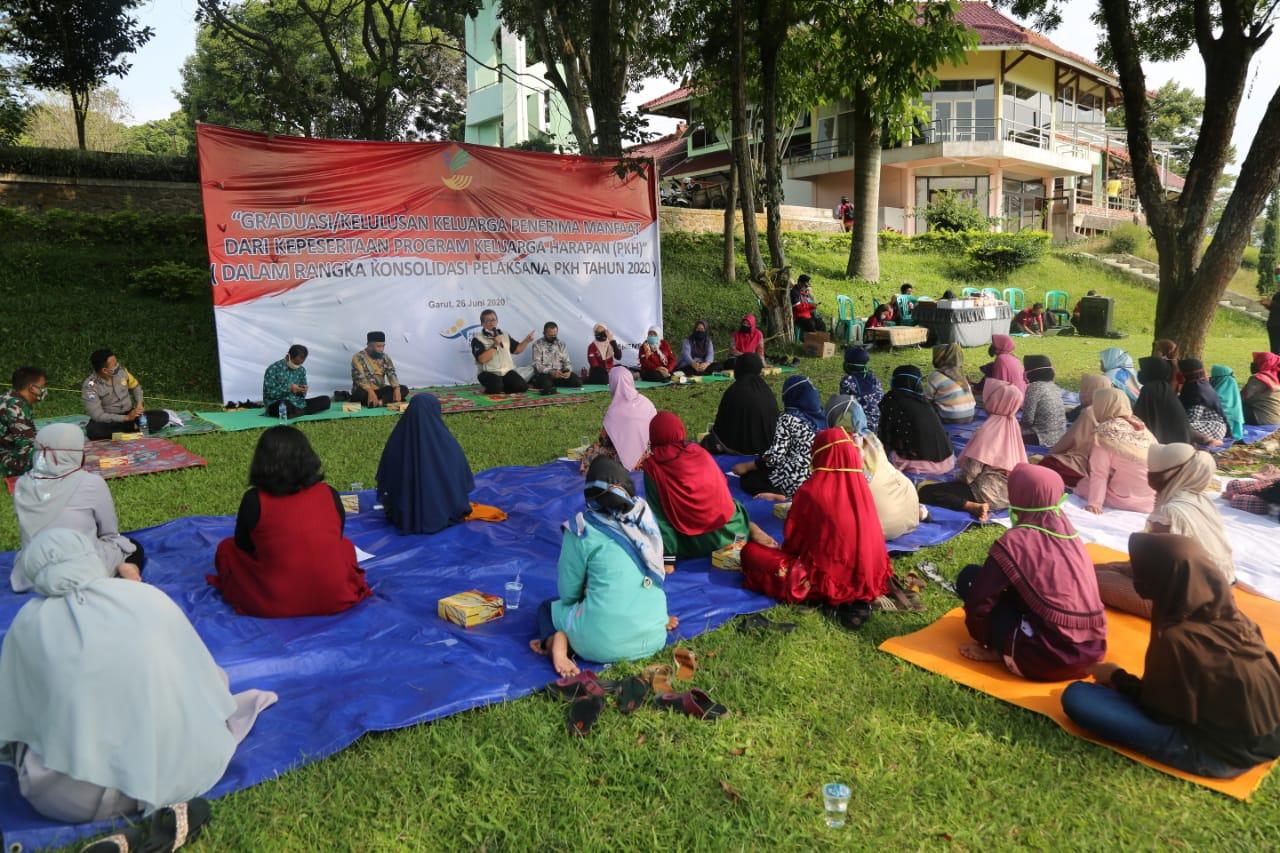 Kemensos Graduasi Serentak 61 KPM PKH dari 11 Desa di Garut