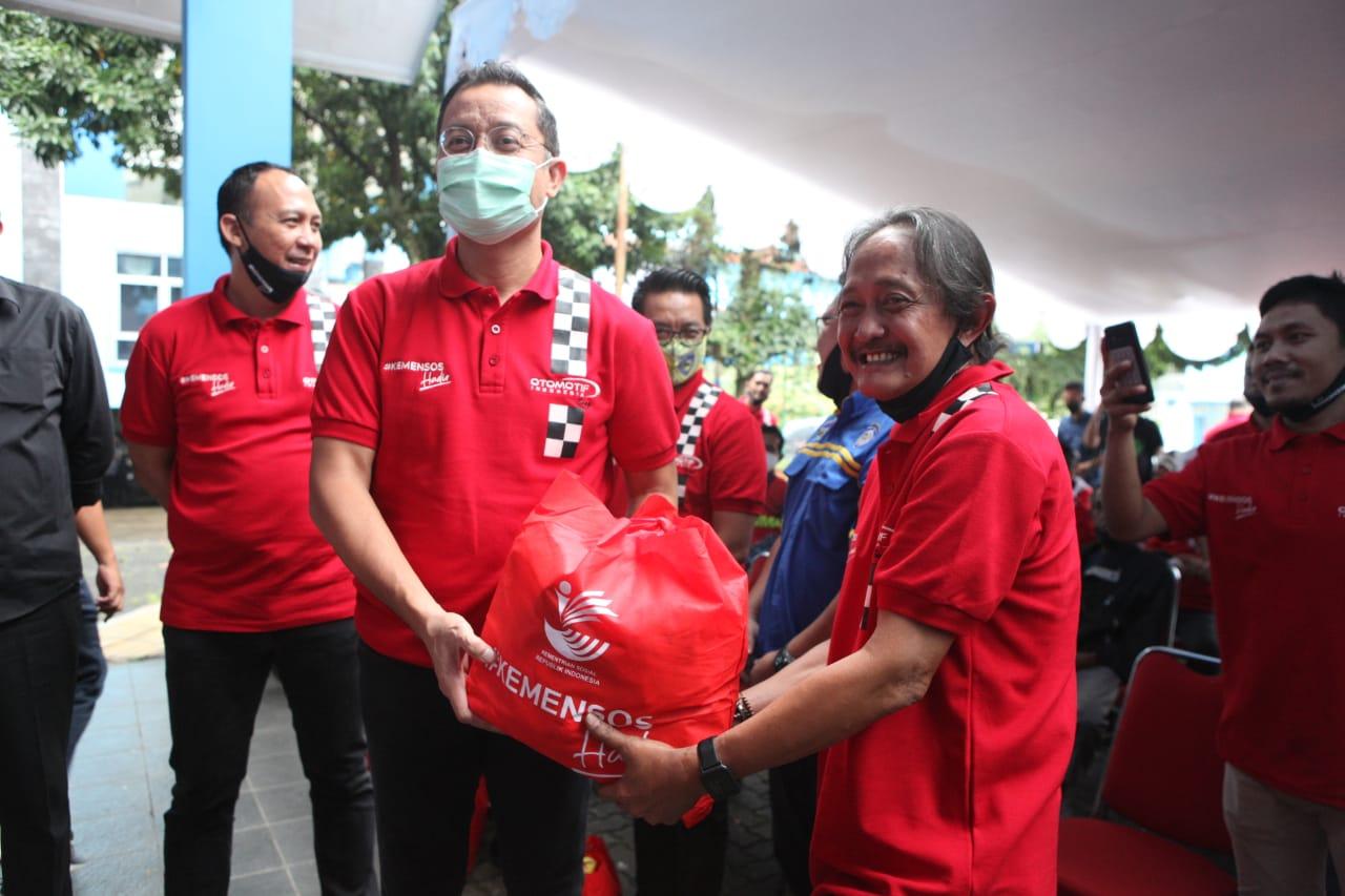 Bansos Kemensos Hadir Sentuh Insan Otomotif Indonesia Terdampak COVID-19