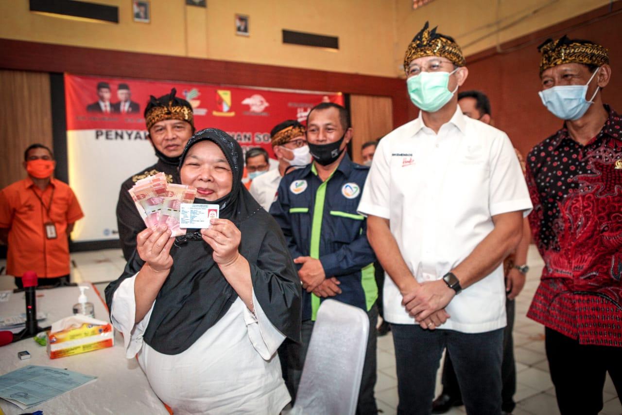 Mensos Tinjau Penyaluran BST di Kabupaten Bandung