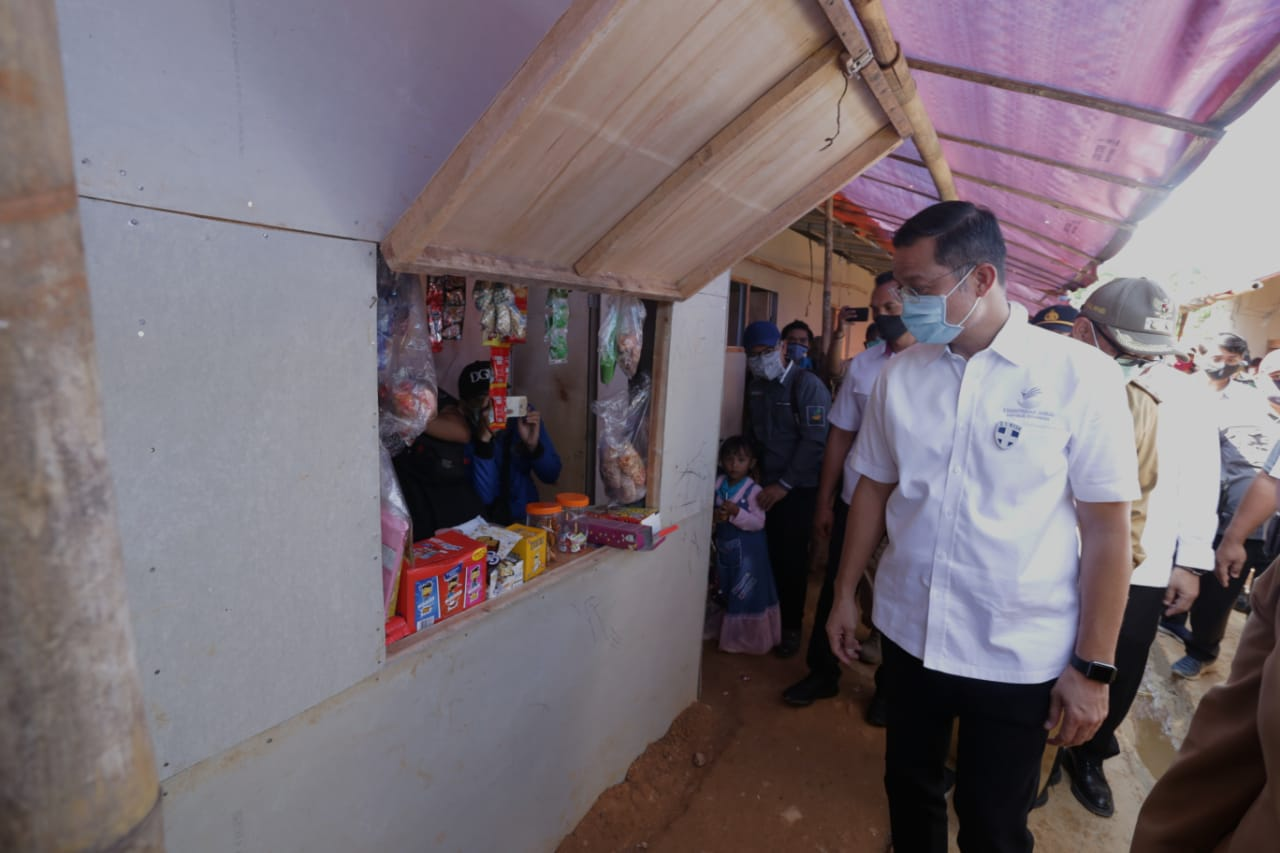Mensos Tinjau Huntara Korban Banjir Bandang dan Longsor Sukajaya