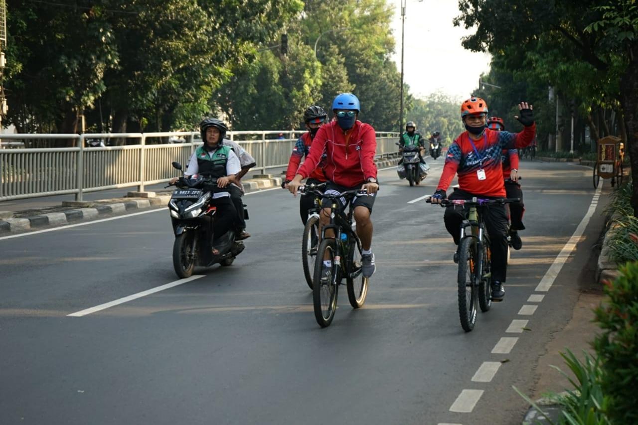"""Kemensos Tandai Fase """"New Normal"""" dengan Kegiatan Sepeda Santai"""