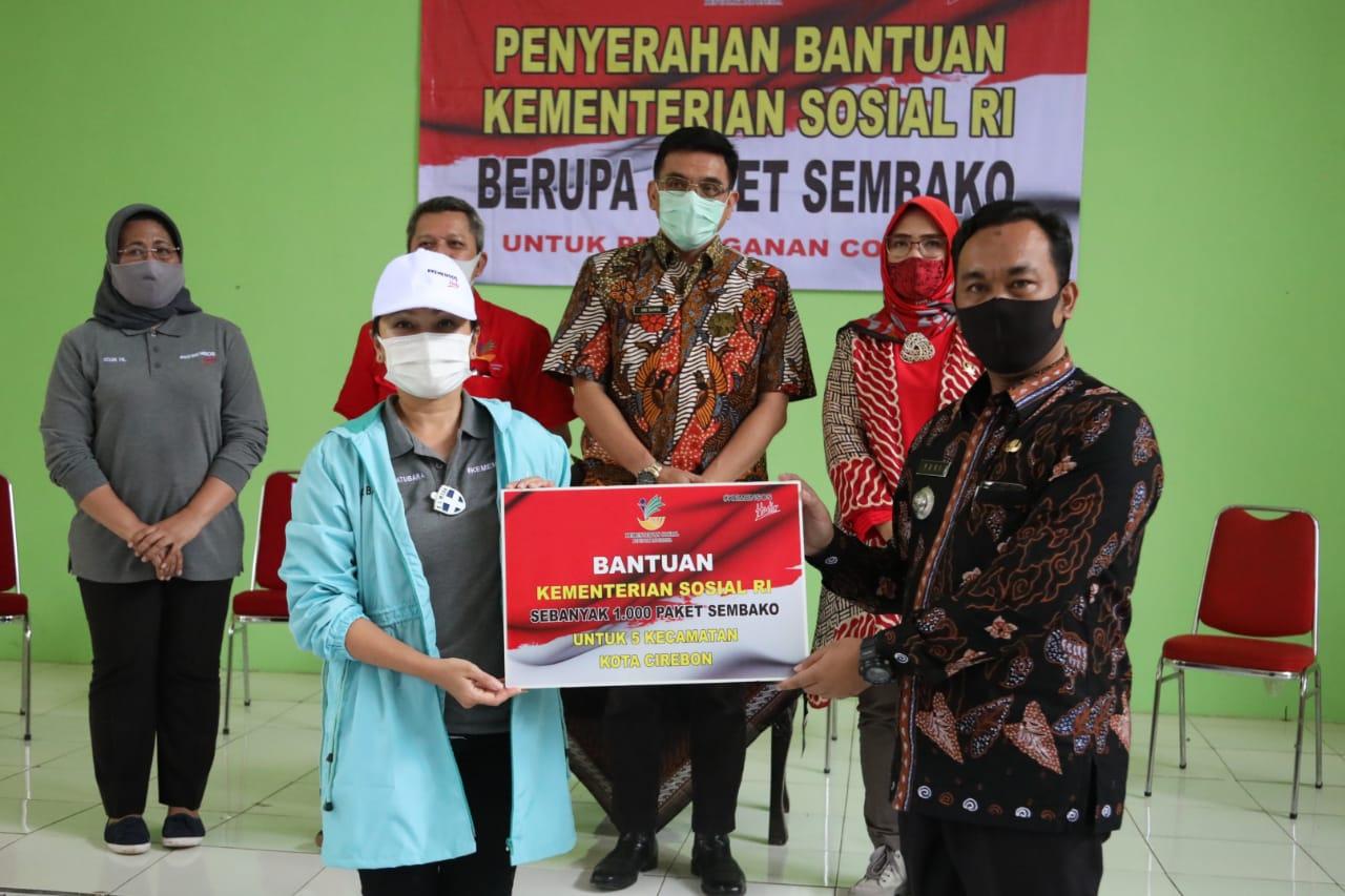 Grace Batubara Salurkan Sembako di Kota Cirebon