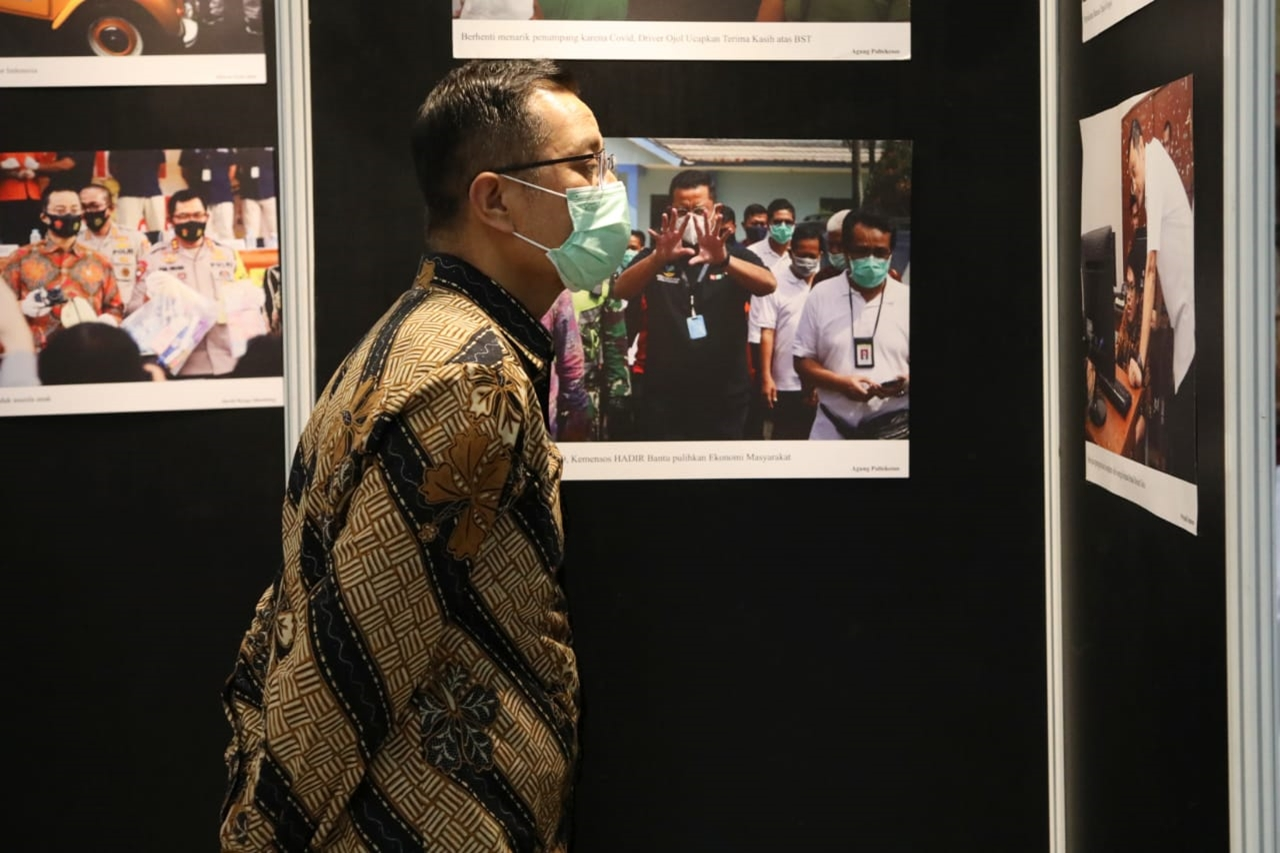 "Minister of Social Affairs Attends ""Social Minister Present"" Photo Exhibition"
