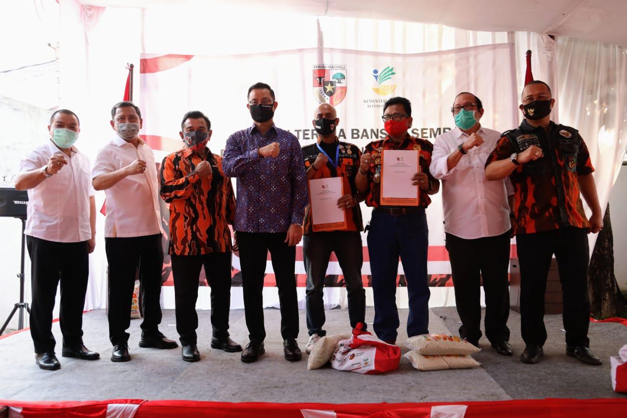 Kemensos Salurkan Bansos Presiden kepada MPN Pemuda Pancasila