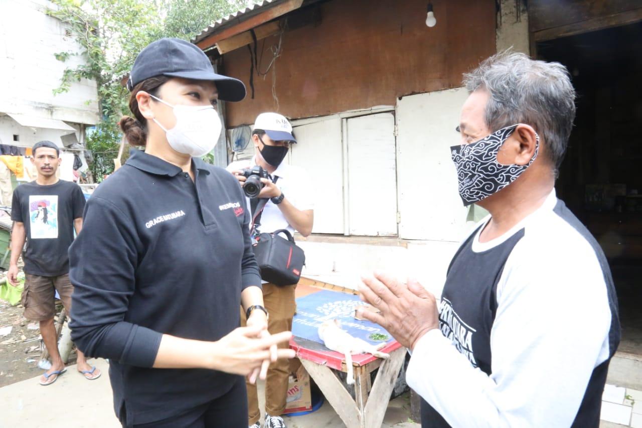 Penasihat Dharma Wanita Kemensos RI Salurkan Sembako di Bogor