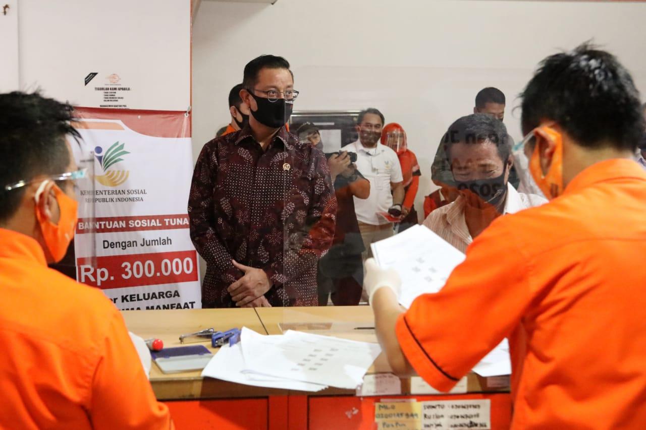 Mensos Pantau Penyaluran BST di Cikutra