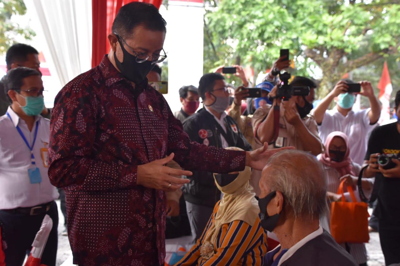 Menteri Sosial Hadiri Penyaluran BST di Bandung, Tandai Pencairan Tahap ke-4