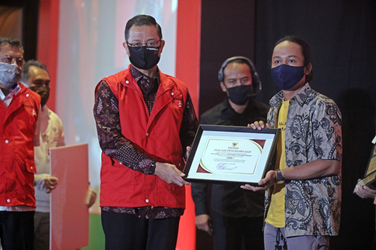 Pemenang Lomba Film Pendek Terima Hadiah dari Mensos
