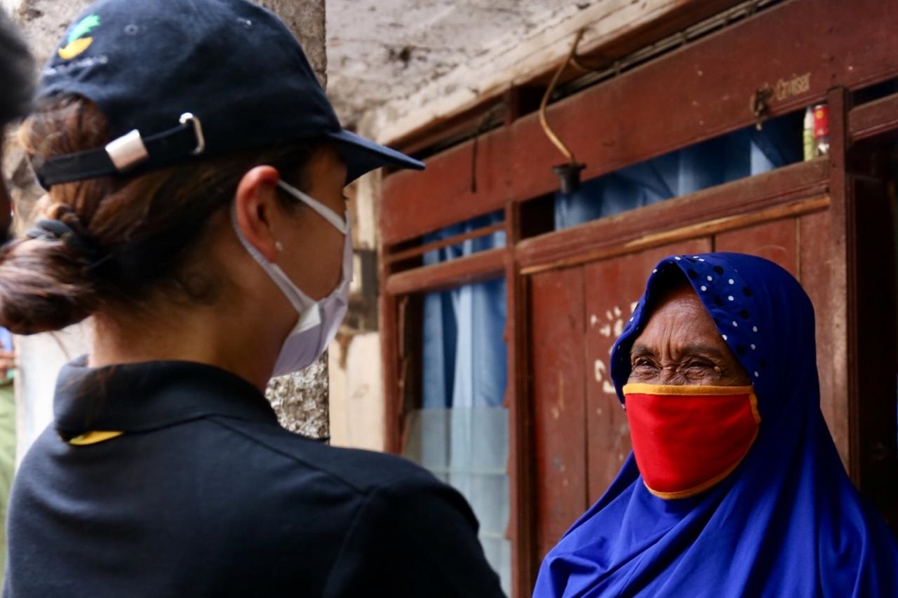 Bansos Sembako Kemensos Hadir untuk Warga Cipinang Besar Utara