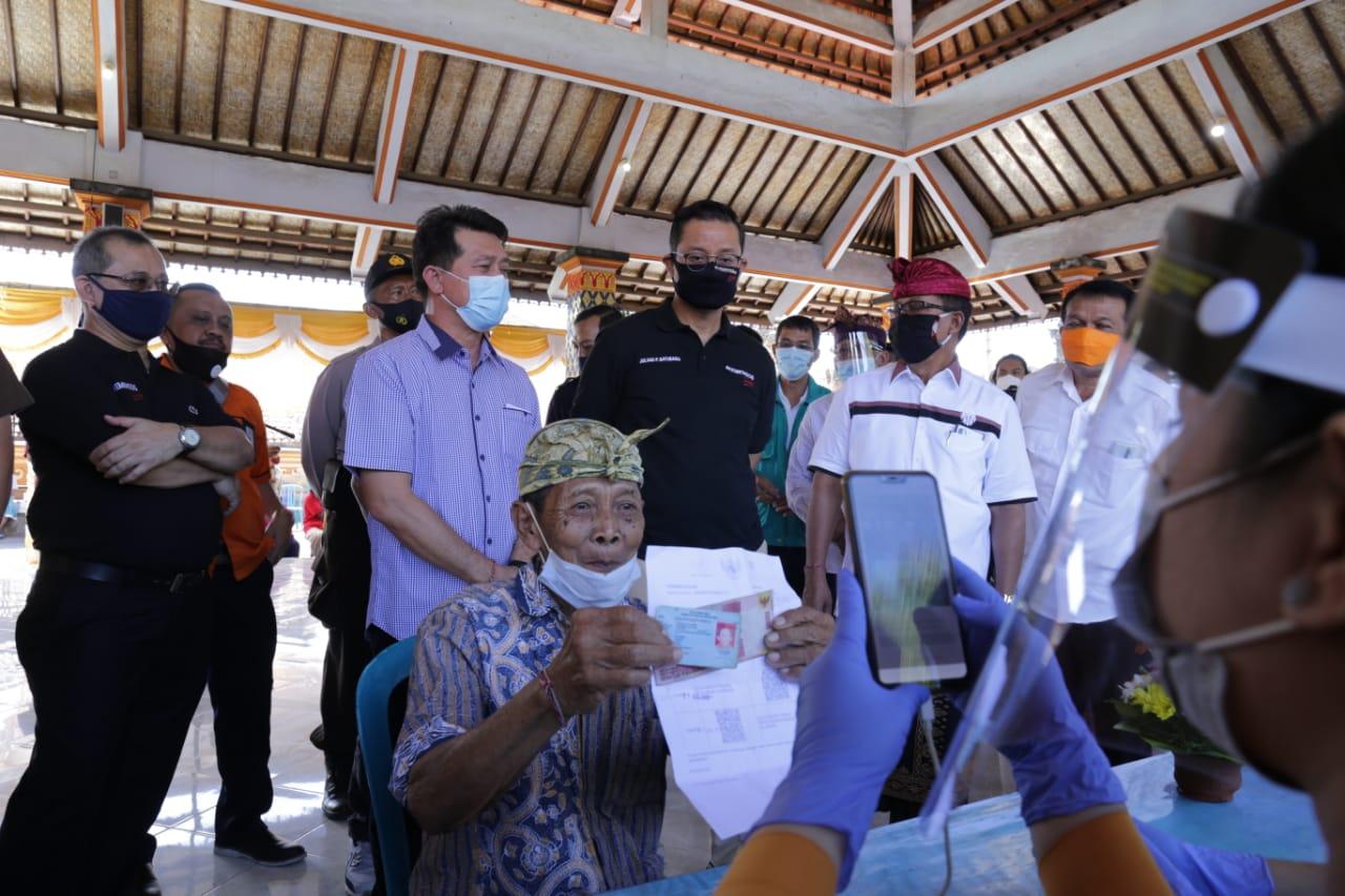 Penyaluran Bantuan Sosial Tunai di Klungkung