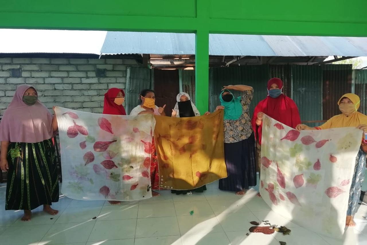 "Wujud Pemberdayaan, KPM PKH Diajarkan Pembuatan Kain ""Eco Print"""