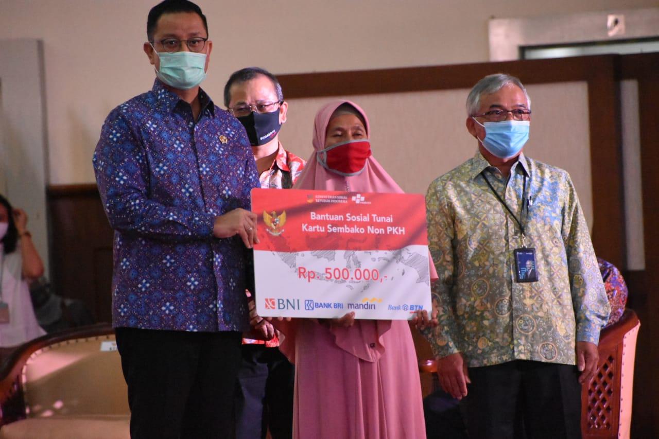 Sembilan Juta KPM Program Sembako Non PKH Menerima Tambahan Bantuan