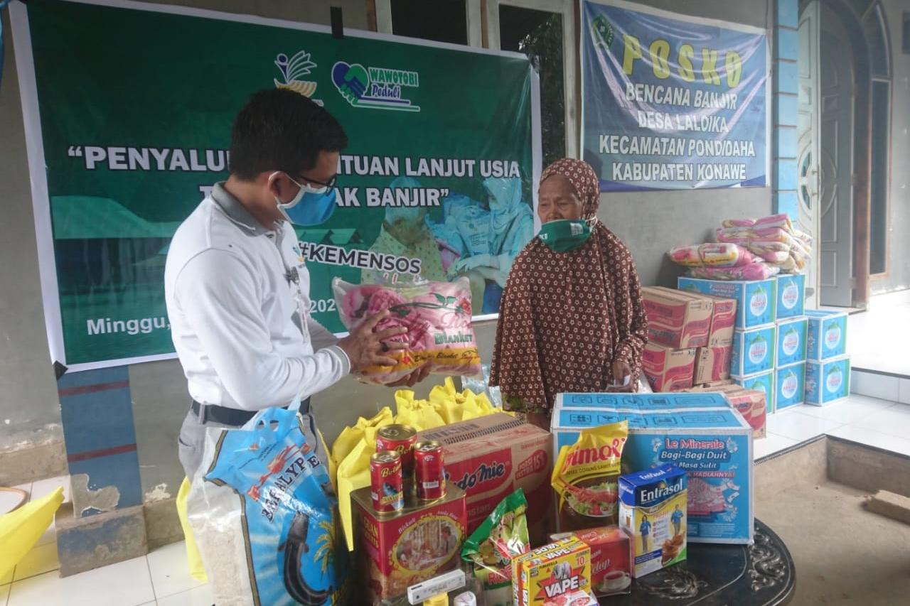 Penyaluran Bantuan Sosial bagi Lansia dalam Situasi Darurat Banjir