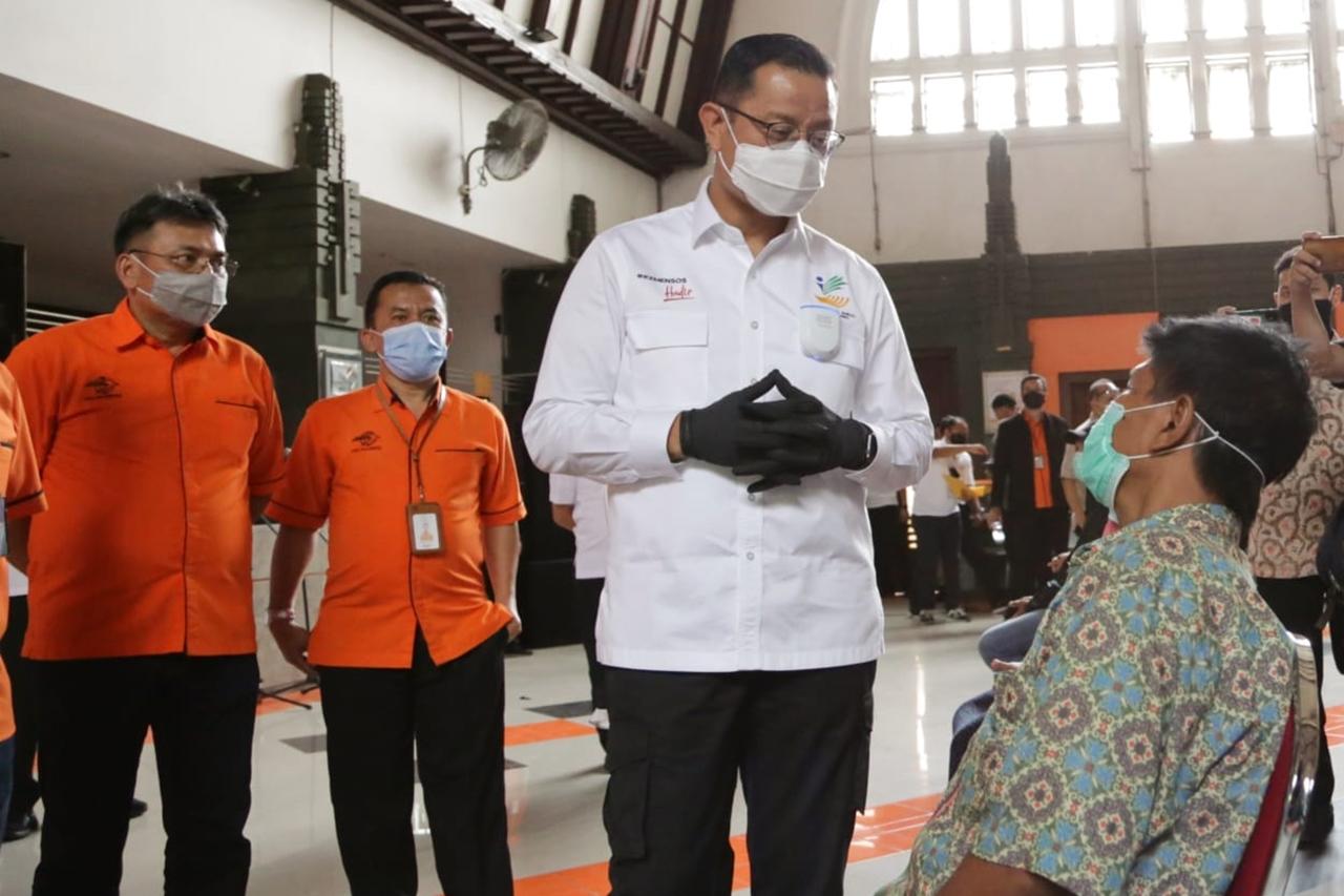 Penyaluran BST di Kantor Pos Indonesia Surabaya