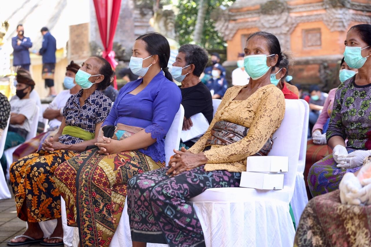 Perempuan Buruh Angkut Pasir Syukuri Bantuan Sosial dari Kemensos