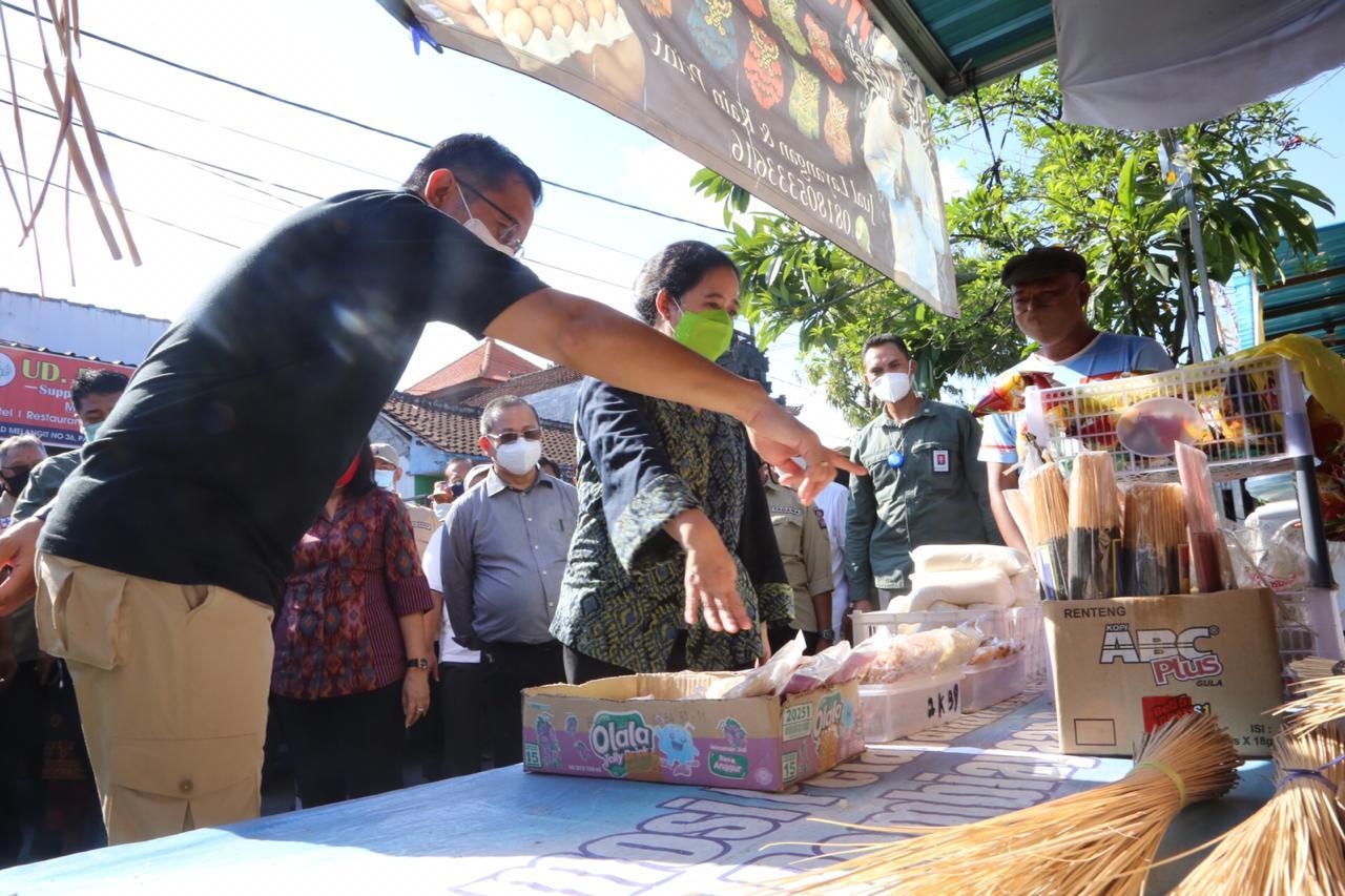 Mensos Datangi e-Warong KUBe di Denpasar