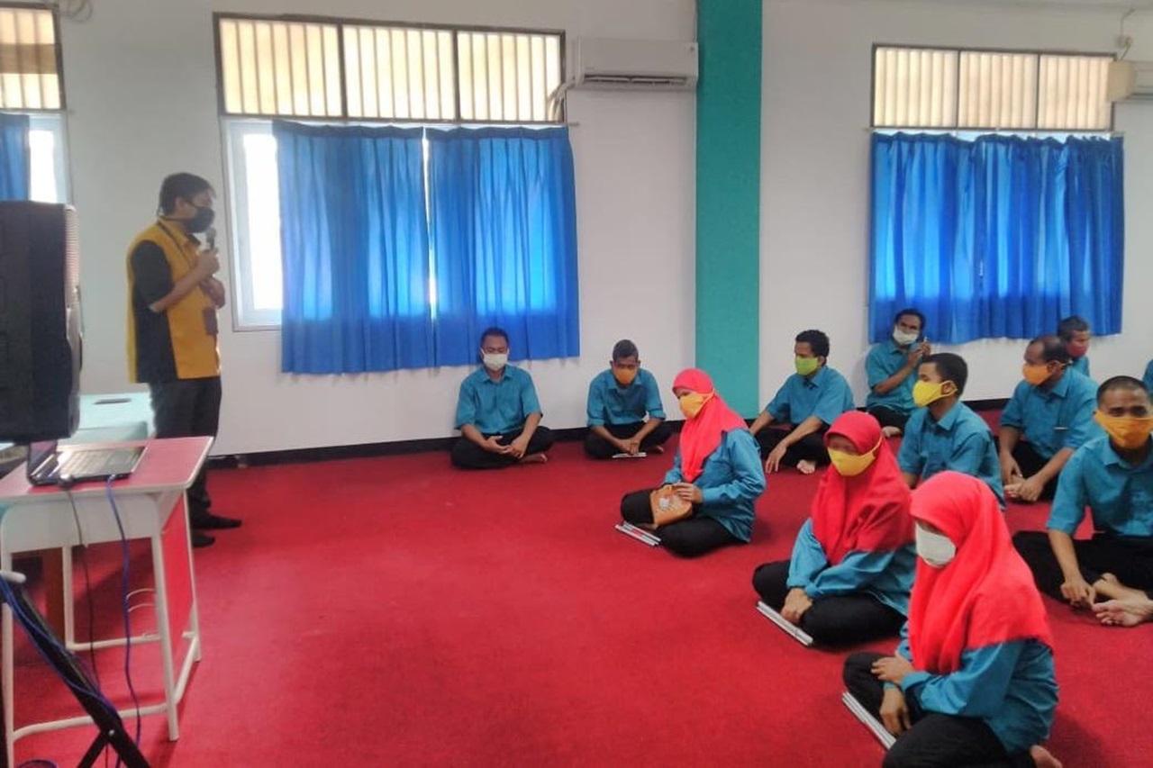 """Wujudkan Inklusi Keuangan, Disabilitas Netra di Balai """"Tan Miyat"""" Dapatkan Edukasi Investasi"""