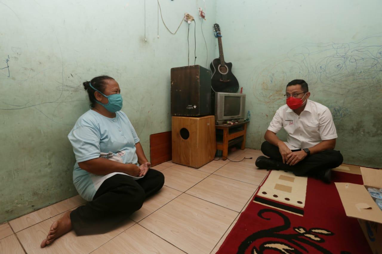 Mensos Juliari Singgah di Kediaman KPM PKH di Ungaran