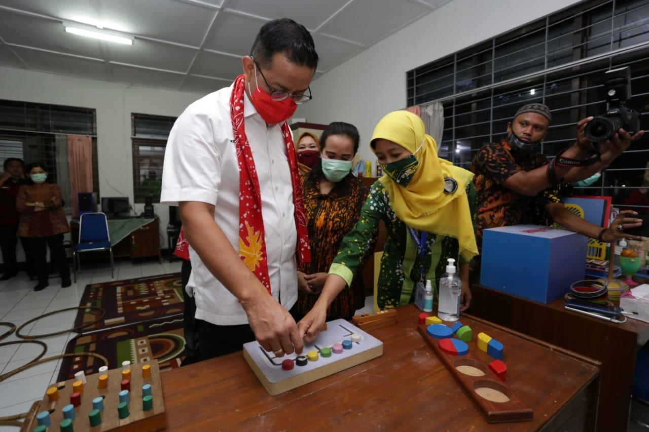 """Kunjungan Mensos ke BBRSPDI """"Kartini"""" Temanggung"""