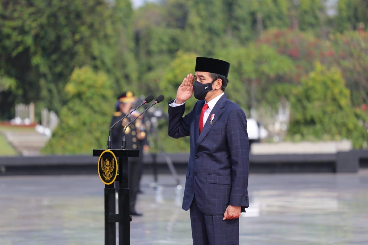 Puncak Peringatan Hari Pahlawan, Presiden Joko Widodo Pimpin Upacara Penghormatan dan Ziarah Pahlawan di TMPNU Kalibata