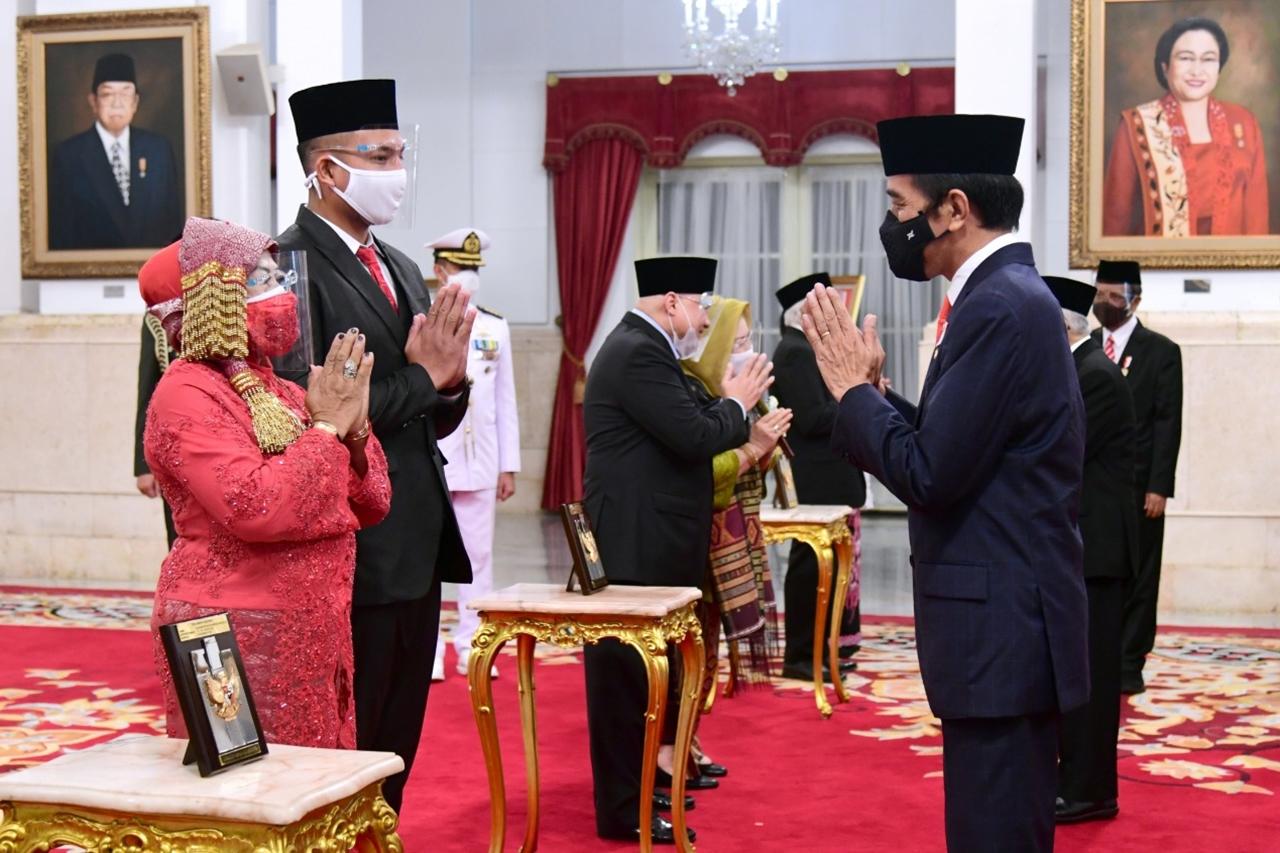 Presiden Anugerahkan 6 Tokoh Pahlawan Nasional