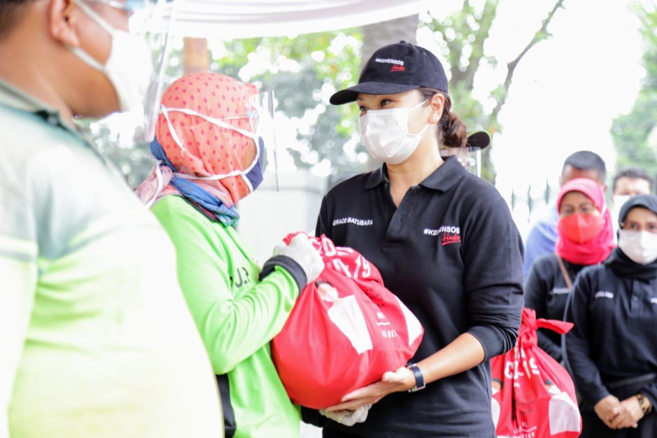 Kemensos Salurkan Sembako untuk Petugas Pemakaman di DKI Jakarta