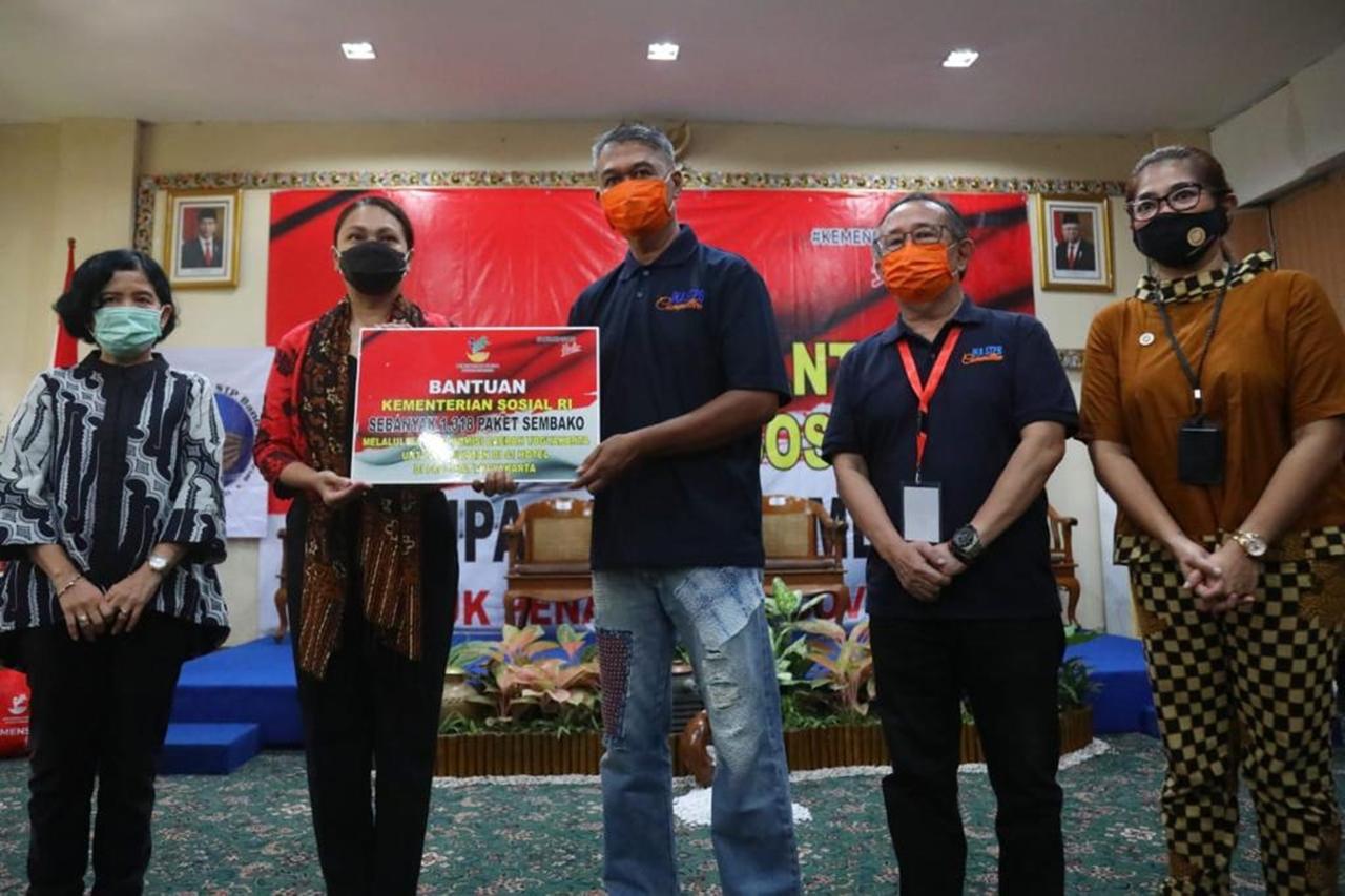 Penasihat DWP Kemensos Salurkan Bansos 1.318 Paket di 41 Hotel Yogya