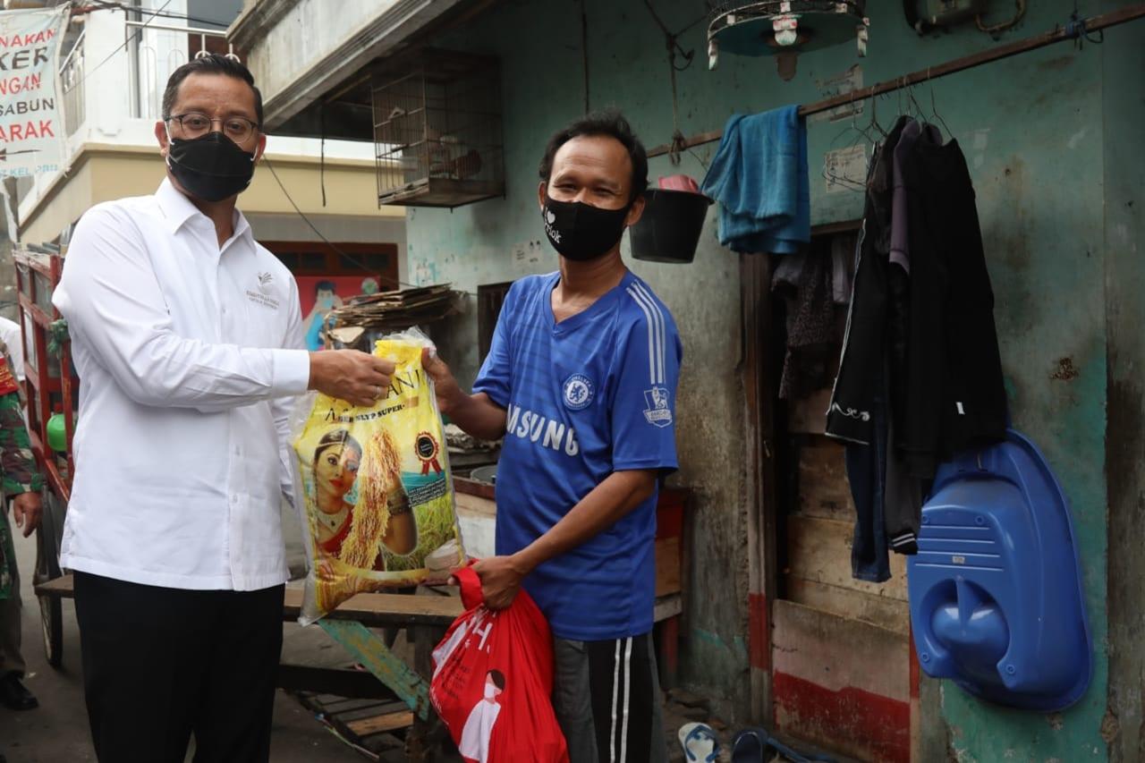 Mensos Juliari 'Blusukan' ke Tiga Titik Distribusi di DKI Jakarta