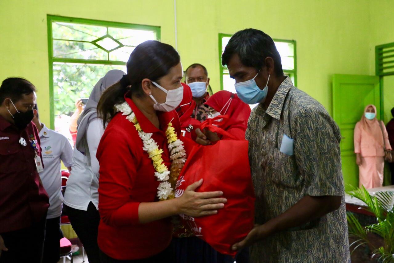 Ringankan Beban Warga Terdampak COVID-19, Kemensos RI Salurkan Sembako Senilai Rp 900 Juta di Lampung