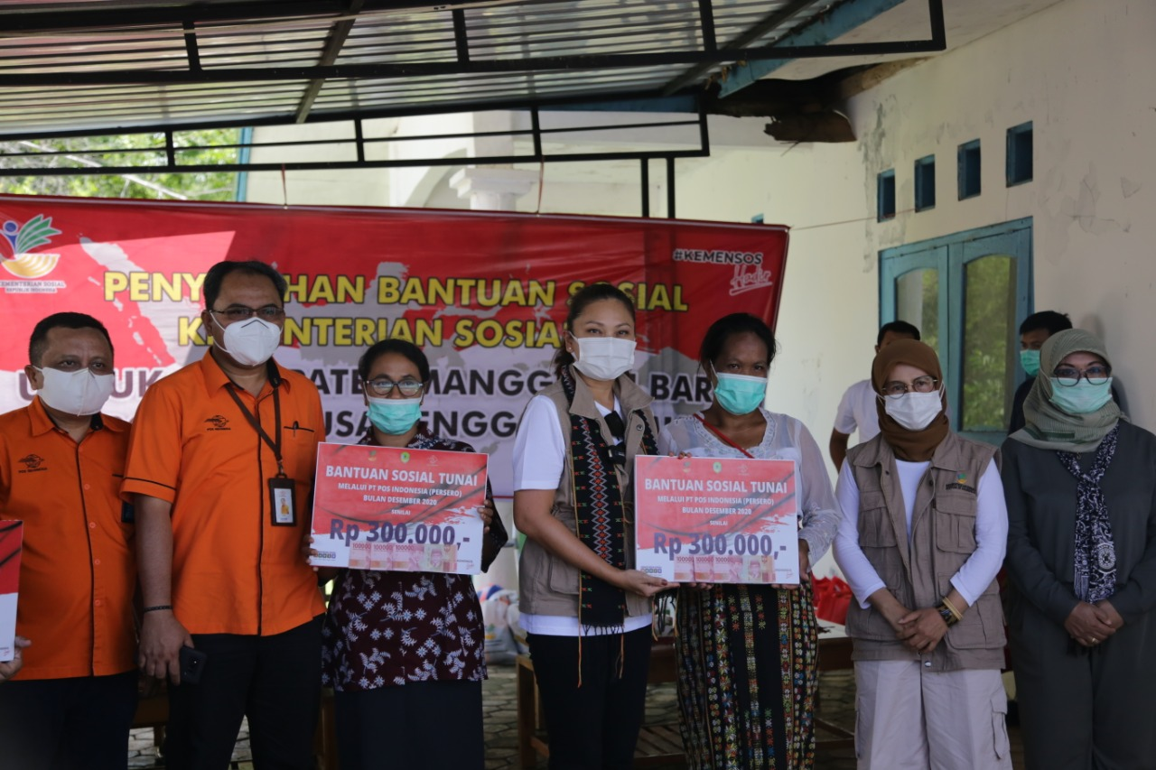 Ministry of Social Affairs Distributes Social Assistance Packages in NTT