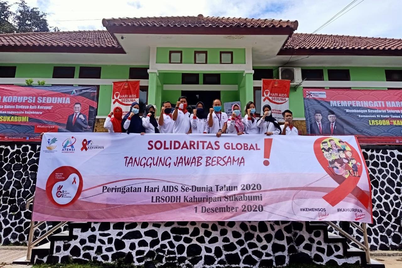 """Peringati Hari AIDS Sedunia, LRSODH """"Kahuripan"""" Salurkan Bantuan Nutrisi"""