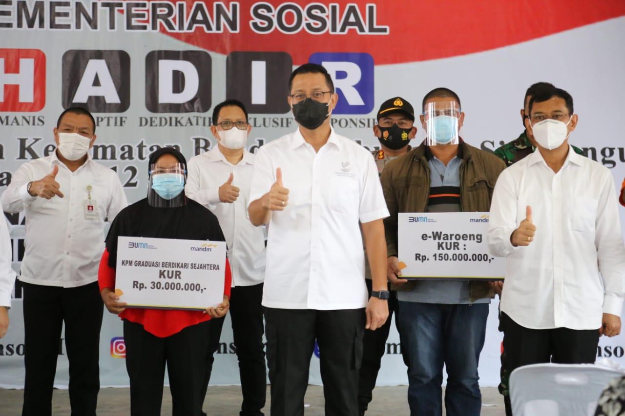 Mensos Pantau Penyaluran BST di Simalungun