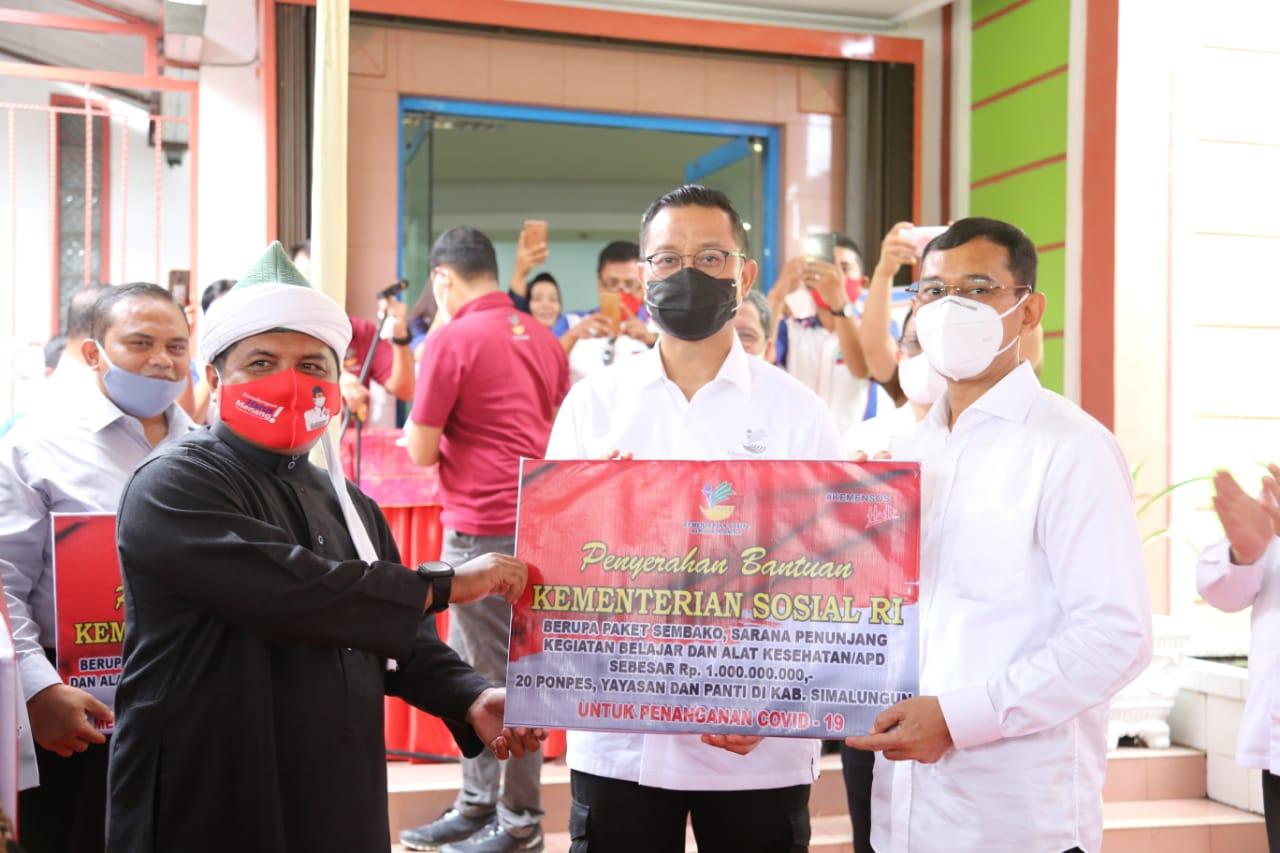 Kemensos Salurkan Bansos ke Pondok Pesantren di Simalungun