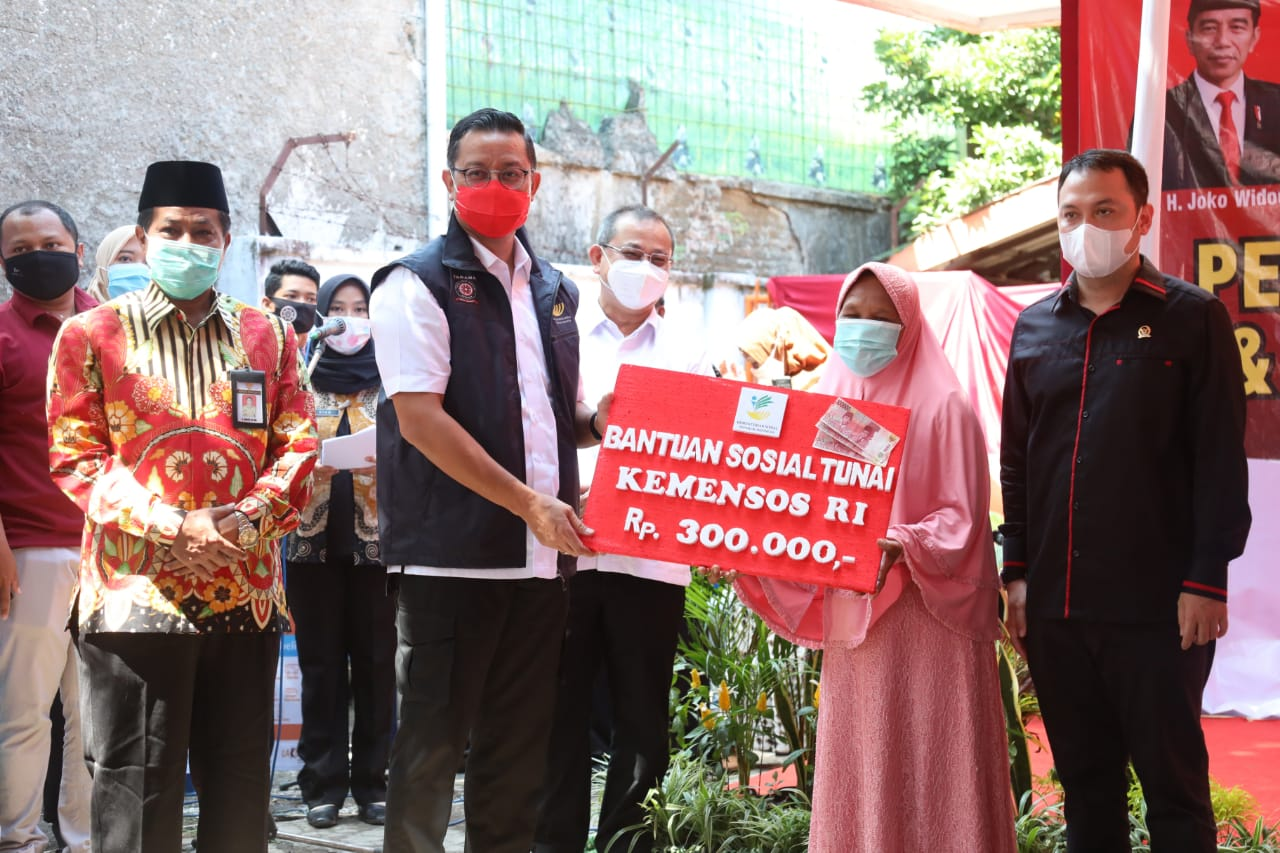 Minister of Social Affairs Review BST and Basic Food Program in Pemalang