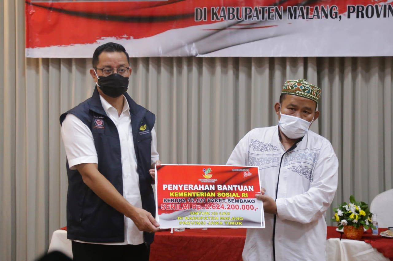 Mensos Juliari Salurkan Paket Sembako untuk 29 LKS di Kabupaten Malang