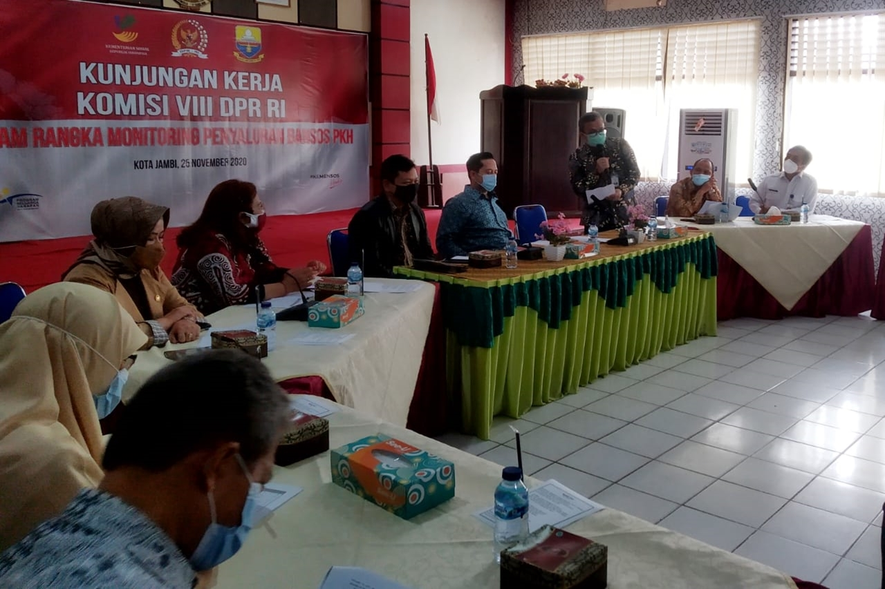 Commission VIII DPR RI Supervises the Distribution of PKH Social Assistance Services in Jambi
