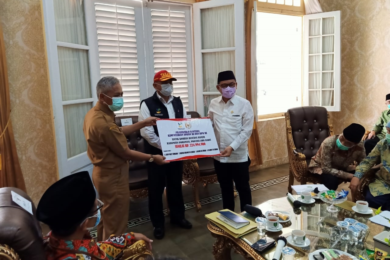 Together with Commission VIII, the Ministry of Social Affairs Observes Indramayu Floods