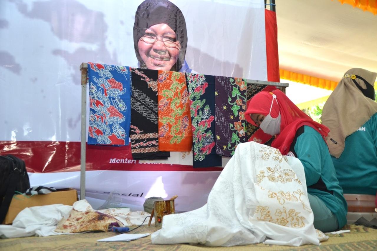 Mensos Risma Singgah dan Sapa Penyandang Disabilitas Intelektual di Ponorogo