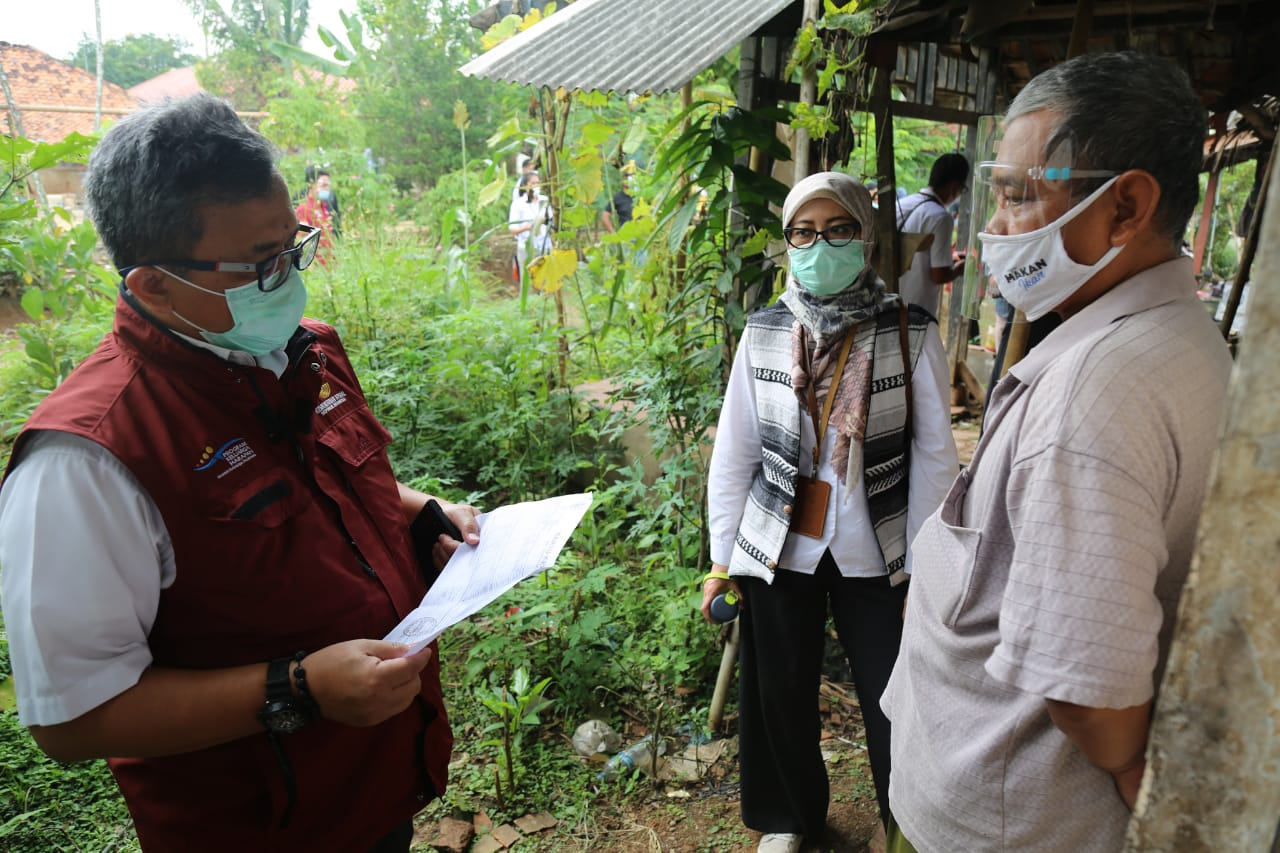 Kemensos Tinjau Penyaluran Bansos PKH untuk Disabilitas dan Lansia di Purwakarta