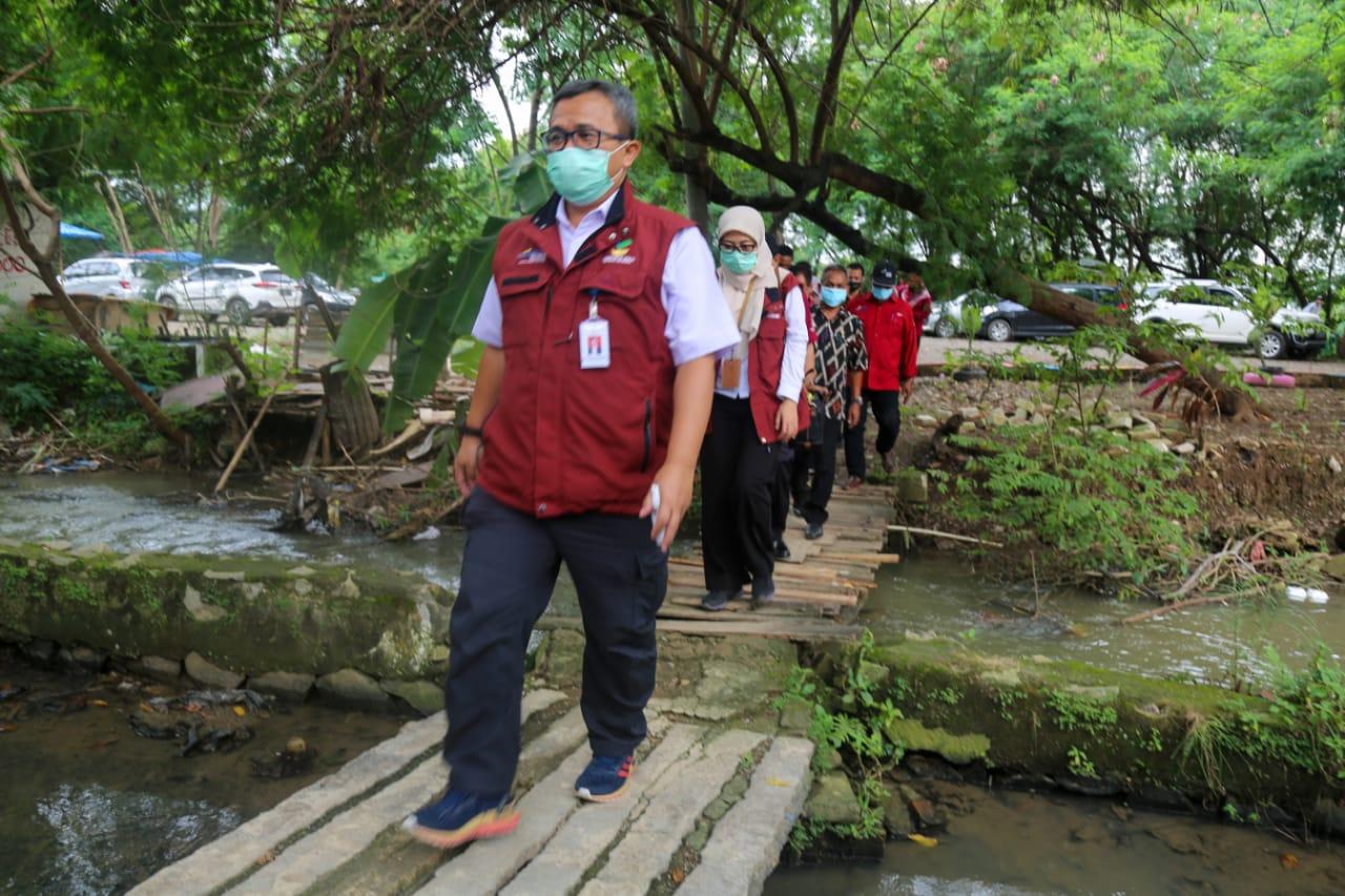 Bansos PKH untuk Disabilitas dan Lansia Diantar ke Rumah KPM di Karawang